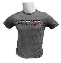 Модная футболка мужская в городском стиле
