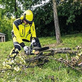 Акумуляторна техніка для догляду за садом