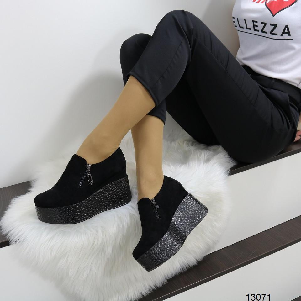 Женские туфли полуботинки с молниями на танкетке и платформе  черные замшевые