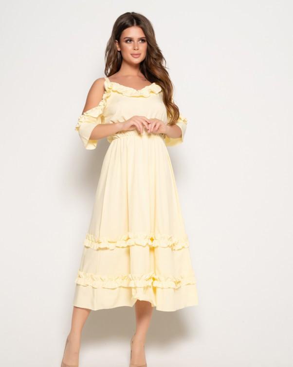 Желтое платье с рюшами и открытыми плечами