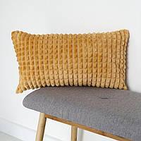 Декоративная плюшевая подушка абрикосового цвета 50x30
