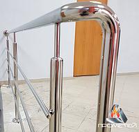 Перила/ограждения из нержавейки AISI 304, поручень Ø50 мм, стойка Ø42 мм, 3 ригеля Ø12 мм, крепление на анкер