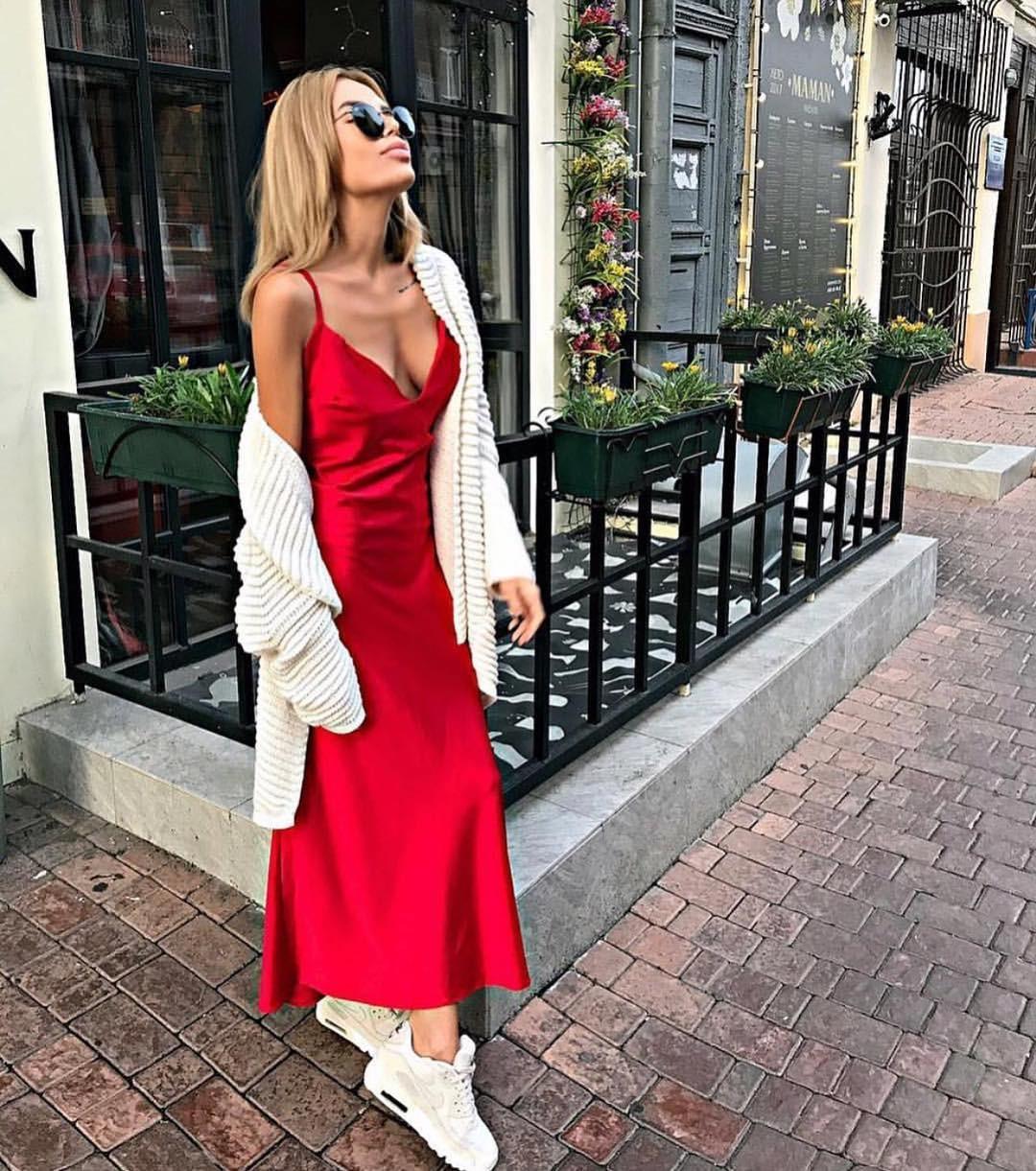 Шикарное шелковое платье комбинация миди на бретелях в бельевом стиле красное
