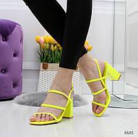 Женские лаковые босоножки открытые с ремешками на  квадратном каблуке, фото 1