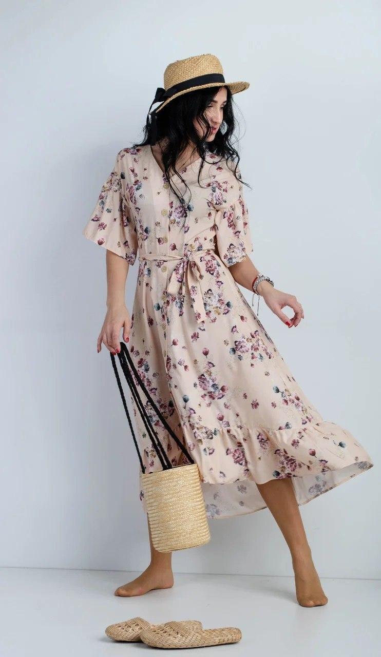 Нежное платье с цветочным рисунком бежевое