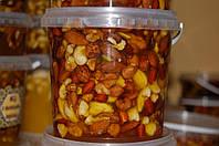 Мед з горіхами асорті 1,0 л/ Мёд с орехами Ассорти 1 л