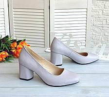 Шкіряні туфлі лілового кольору