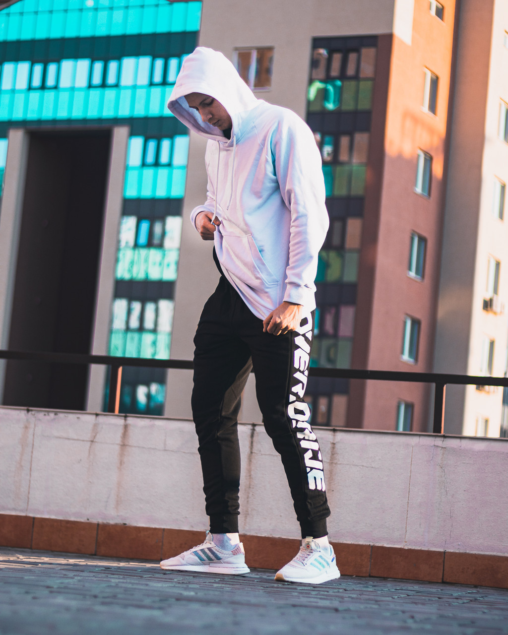 Демисезонный спортивный  костюм Overdrive белый (худи Classic + спортивные штаны Overdrive)