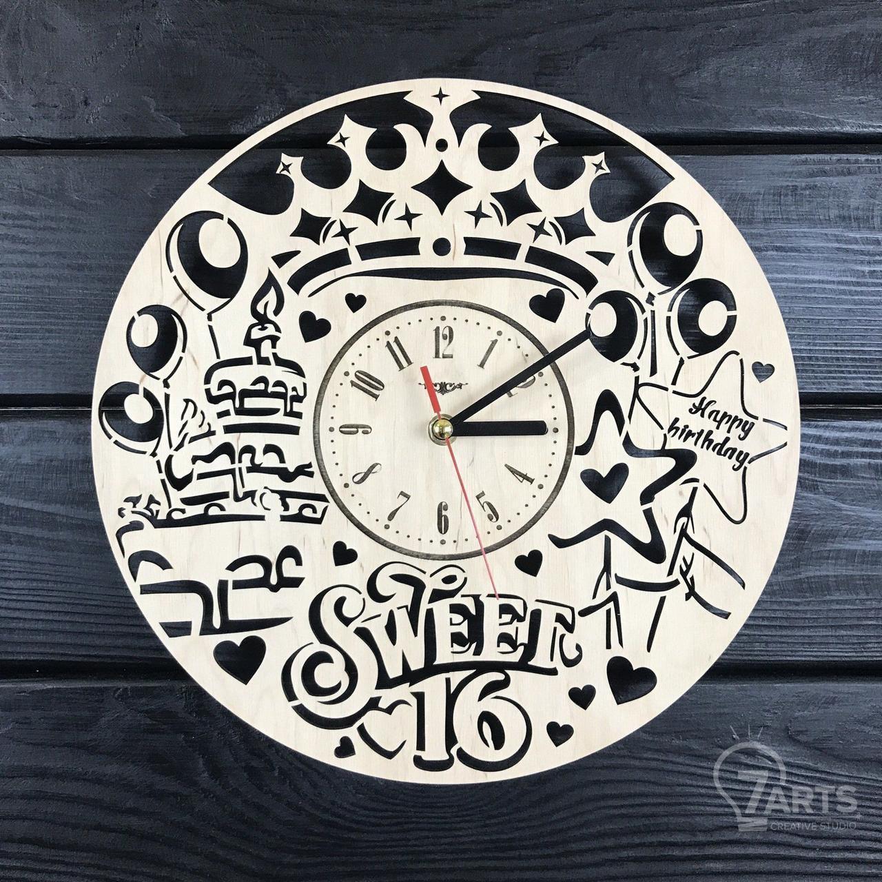 Часы настенные из дерева «Сладкие 16»