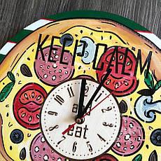 """Деревянные цветные настенные часы из дерева """"Пицца"""", фото 3"""