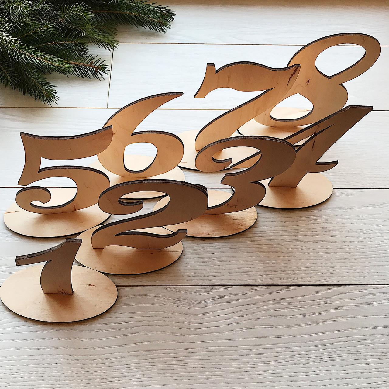 Стильные номерки на стол из дерева