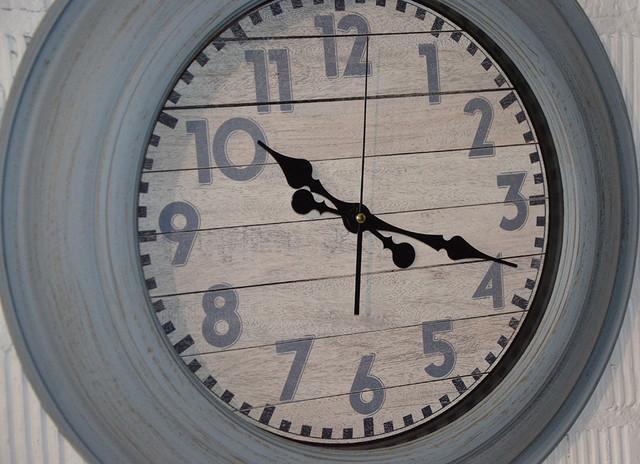 """Настенные часы """"Barrel"""" (фото)"""