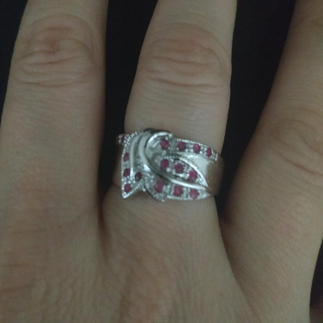 Серебряное кольцо с рубинами