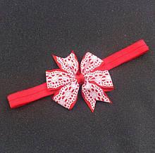 Детская повязка красная с кружевным принтом - окружность 34-50см, размер банта 8см