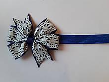 Детская повязка синяя с кружевным принтом - окружность 34-50см, размер банта 8см