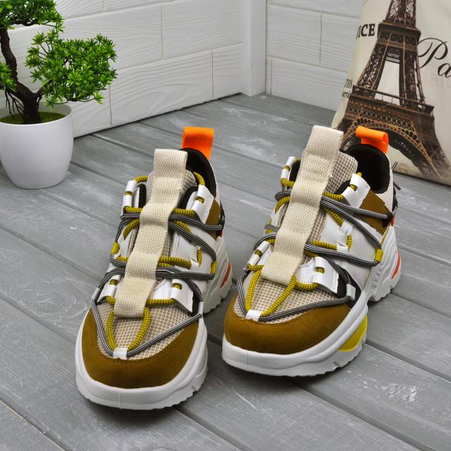 Яскраві жіночі кросівки