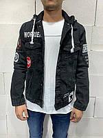 Куртка мужская джинсовая чёрная с принтом с надписями с капюшоном стильная