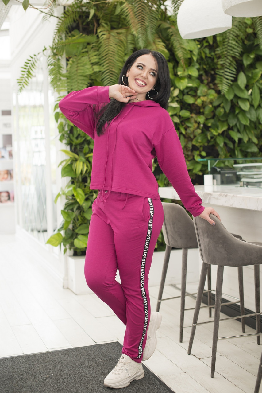 """Женский трикотажный спортивный костюм """"LOVE"""" с капюшоном и лампасами (большие размеры)"""
