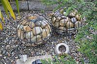 Садовый декор - шар для камней