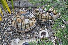 Садова декор - куля для каменів