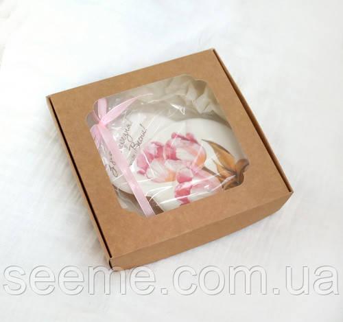 Коробка подарочная из крафт картона с окошком 150x150x30 мм.