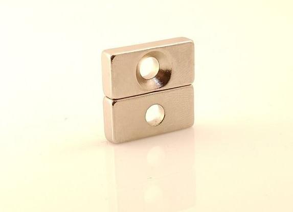 Магнит крепежный с зенковкой 20х10x5-1d8,5/4,5, намагниченность N42