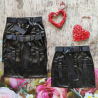Стильная юбка с накладными карманами  из эко-кожи для девочки.