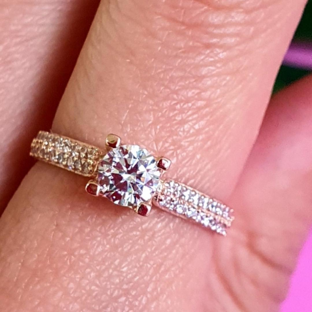Золотое кольцо с одним камнем - Женское золотое кольцо с цирконием