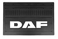 Брызговик  (350Х645) резиновый для грузовых автомобилей с текстурированной надписью DAF белого цвета.