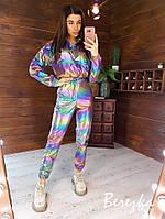 Женский спортивный костюм из плащевки хамелеон с укороченным бомбером и штанами карго 66KO535Е, фото 1