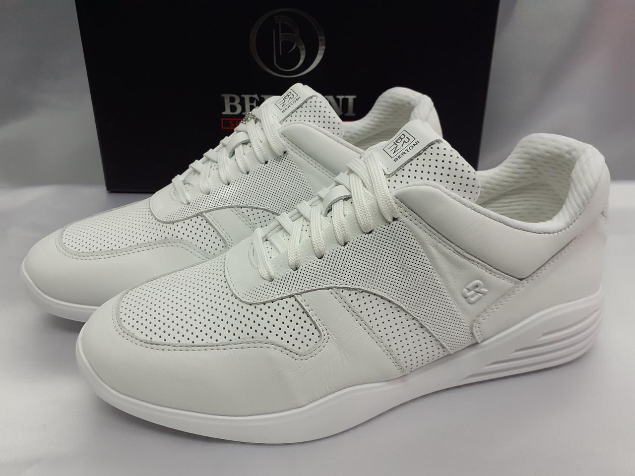 Стильные летние кожаные кроссовки белые Bertoni
