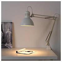 Настольная лампа IKEA Tertial белая для работы мастера маникюра. На струбцине.