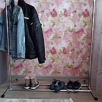 Напольная вешалка для одежды с подставкой для обуви.