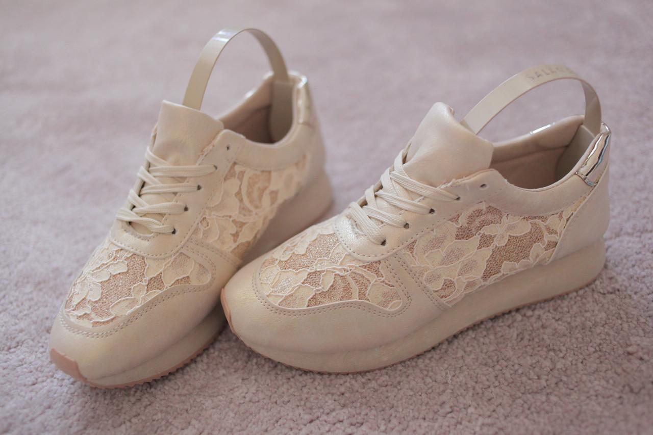 Жіночі бежеві кросівки гипюрные вставки золотий задник екокожа 36-41