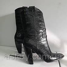 Женские  ботинки казачки  из кожи с тиснением крокодил