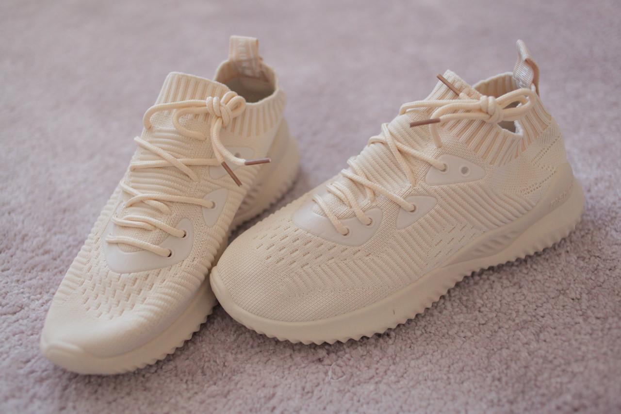 Женские кроссовки с трикотажным верхом  бежевые в стиле Adidas
