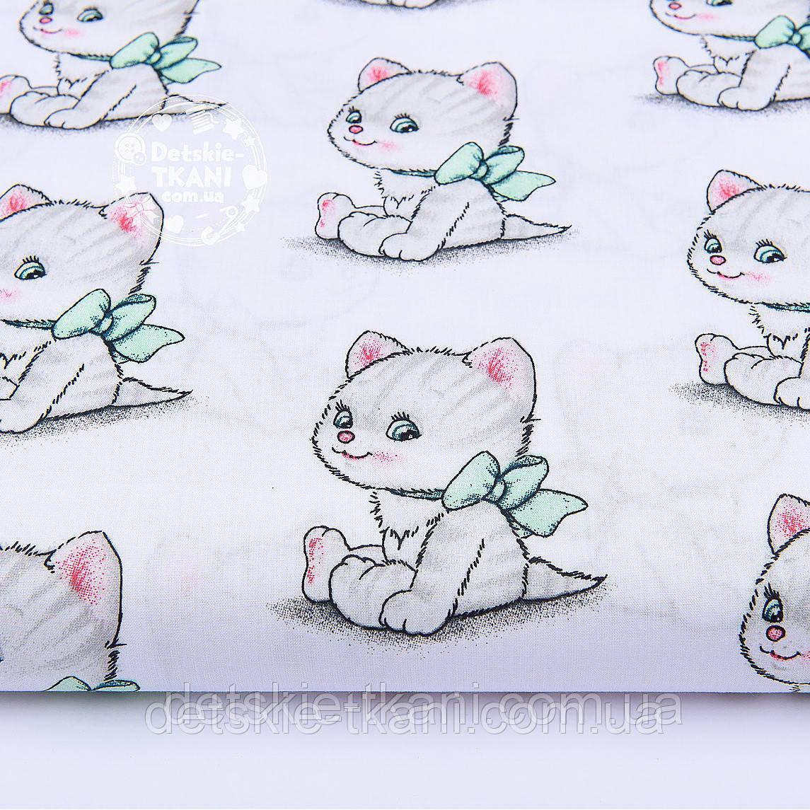 """Лоскут ткани """"Котики с зелёными бантиками """" на белом  фоне (№ 1140а), размер 33*78 см"""