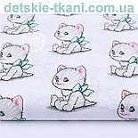 """Лоскут ткани """"Котики с зелёными бантиками """" на белом  фоне (№ 1140а), размер 33*78 см, фото 3"""