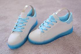 Женские белые кроссовки на голубой подошве перфорация кожа 37-40