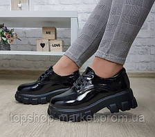 Женские туфли в мужском стиле на массивной подошве
