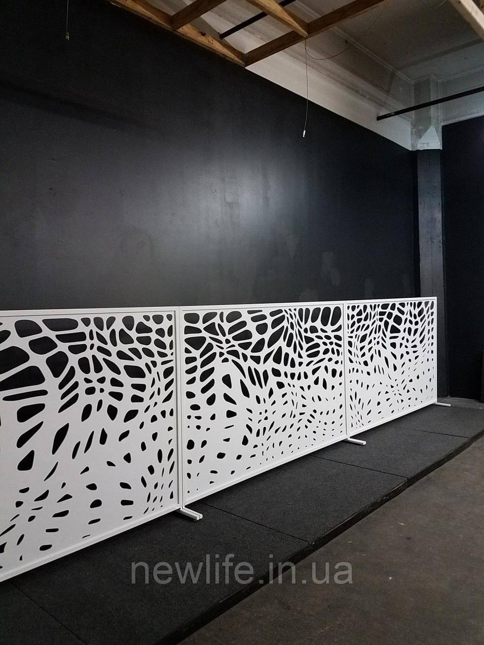 Забор с декоративными узорами