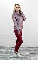 Весенний женский костюм бордового цвета