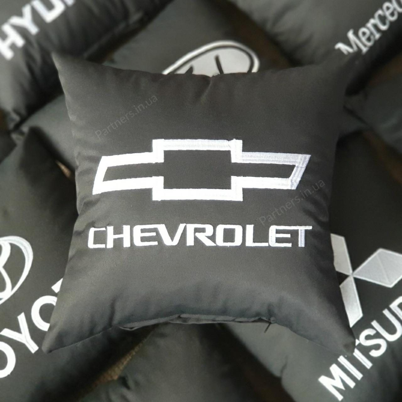 Подушка с логотипом  Шевролет (Chevrolet)