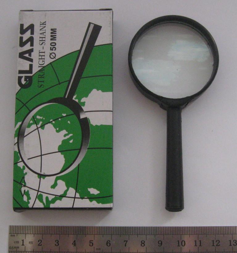Лупа увелечительная (диаметр 40 мм).