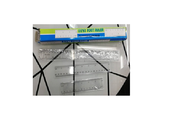 Линейка пластиковая прозрачная дешевая 15 см .
