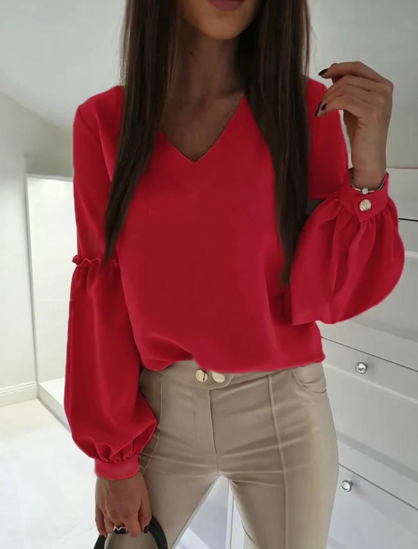 Женская блузка в цветах с рукавами расклешенными