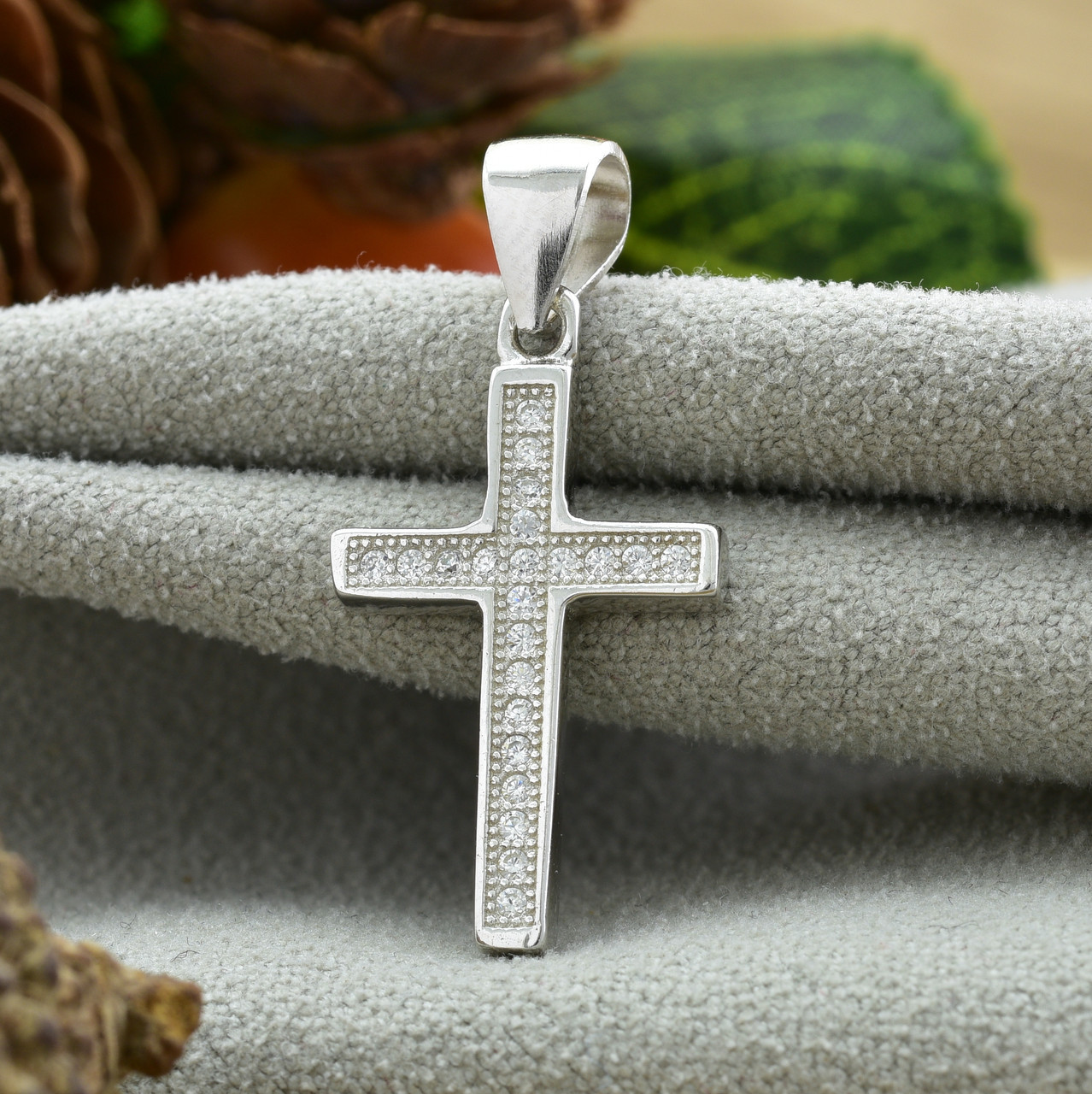 Серебряный крест размер 26х13 мм вставка белые фианиты вес 1.37 г