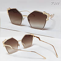 Женские солнцезащитные очки Fendi коричневые  в метале фигурные