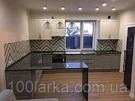 Кухня дерев'яна, фасад масив ясеня фарбований RAL-9010