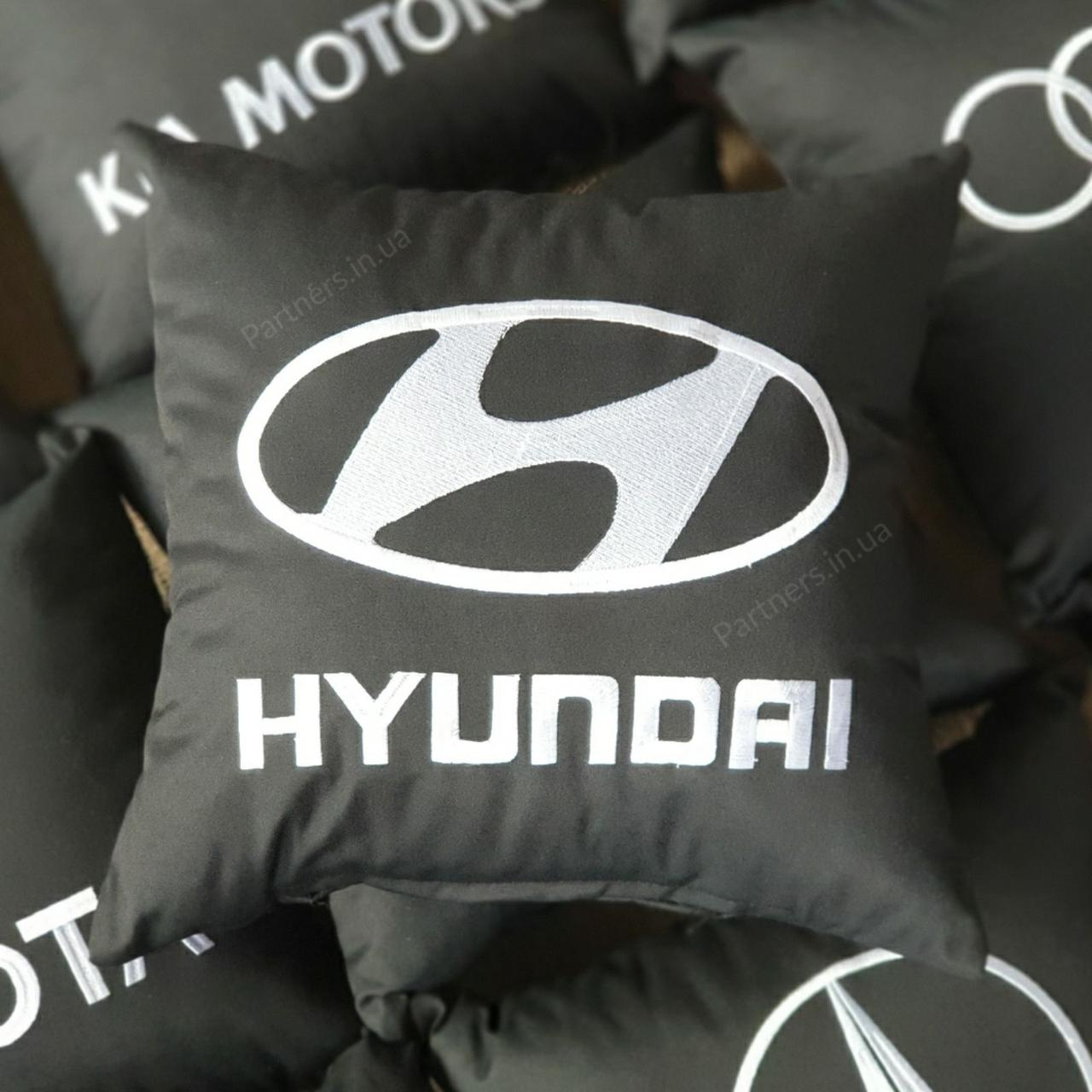 Подушка с логотипом  Хюндай (Hyundai)